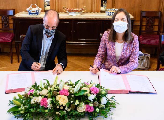 Signature Convention CPH1042